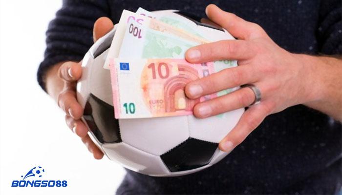 tiền lót tay trong bóng đá là gì